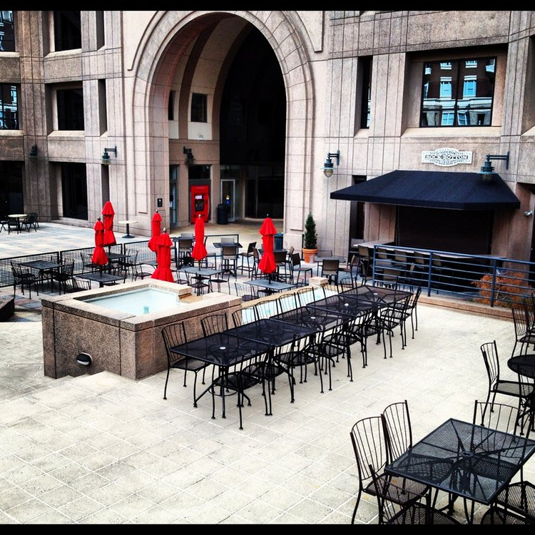 Charlotte - Outdoor Seating